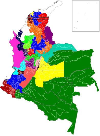 """Mapa de Colombia, con 32 departamentos con igual población. Los """"Nuevos"""" departamentos están diferenciados por colores, mientras que aún es posible ver las fronteras de los """"Antiguos"""". Cada uno de los """"nuevos"""" departamentos tiene una población de 1'500.000 habitantes."""