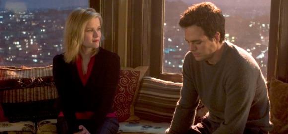 """Reese Witherspoon y Mark Ruffalo en una escena de """"Como si fuera cierto..."""", original de Marc Levy."""