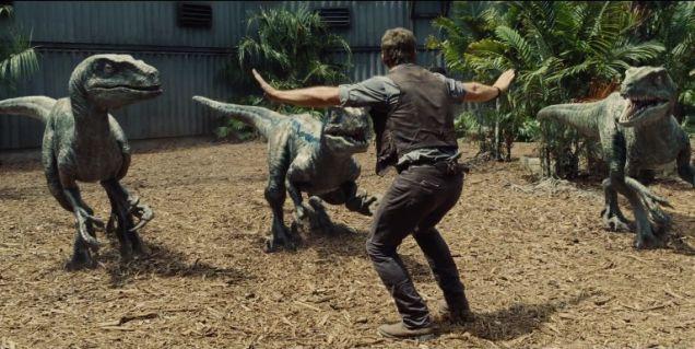 Los velociraptors y Chris Pratt son lo único medio decente de la cinta.