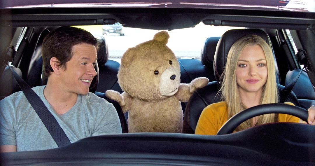 Si bien, no son las mejores actuaciones de sus carreras, Mark Wahlberg y Amanda Seyfried logran llevar bien el peso romántico de la historia, demostrando buena química en pantalla.