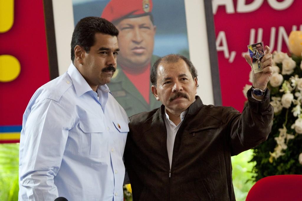Mientras estos dos personajes humillan, ultrajan y hasta invaden territorio colombiano ¿Qué hace el gobierno colombiano?