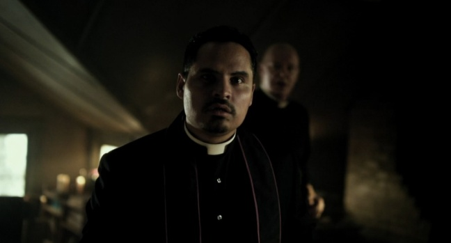 Michael-Pena-in-The-Vatican-Tapes-2