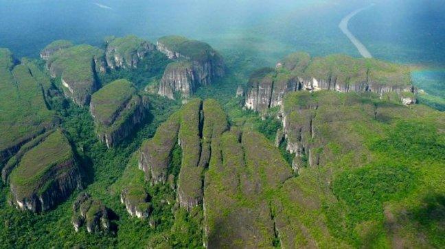 Chiribiquete, un paraíso selvático en lo más profundo de la selva colombiana,  y por donde seguramente pasearon muchas veces a Ingrid Betancourt, es protagonista en el documental.